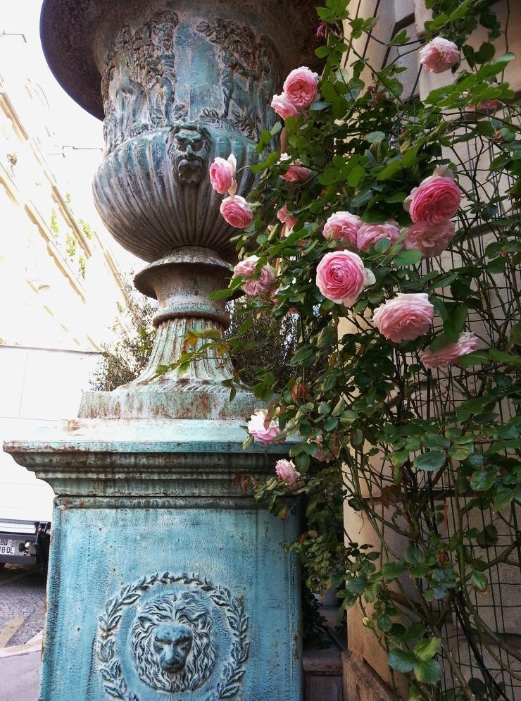 Urn and roses at Claude Quinquaud